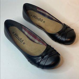 3/$20 MUDD black flat slip ons Size 6.5